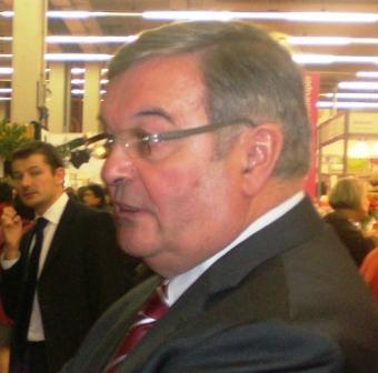 Le ministre Michel Mercier au SIA 2010 Paris