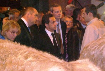 Nicolas Sarkozy président de la république française et Bruno Lemaire ministre de l'agriculture français au stand des charollai