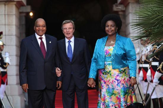 Le président Jacob Zuma et son épouse et le ministre Bernard Kouchner