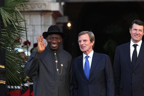 Le président du Nigéria et le ministre Kouchner et le ministre maire de Nice Christian Estrosi