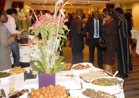 3-buffet-du-centrafrique-et-partie-de-la-delegation-rca.jpg