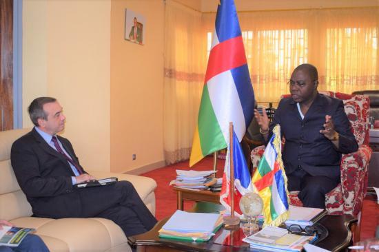 Bangui : Henri-Marie Dondra reçoit l'ambassadeur de France en Centrafrique
