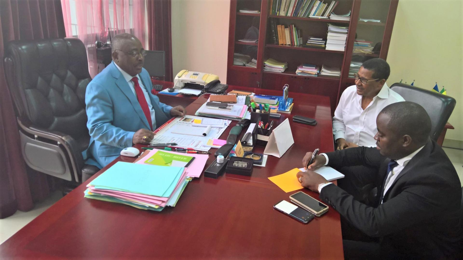 Commission Cemac Daniel Ona Ondo Découvre Ses Bureaux à Malabo